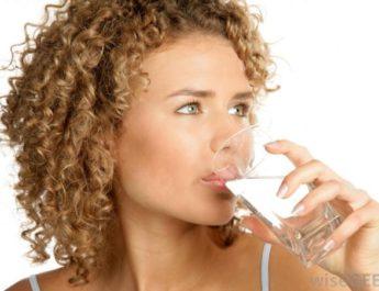 woman-drinking-glass-of-water_5814433a92c9f