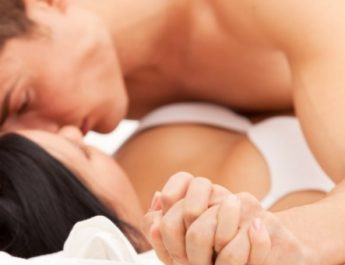 couple-in-bed-720x340
