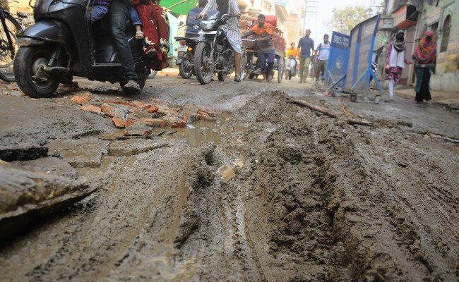 in-the-northern-city-of-doshipura-golgdda-pathetic-condition-of-roads-in-the-area_1485377239