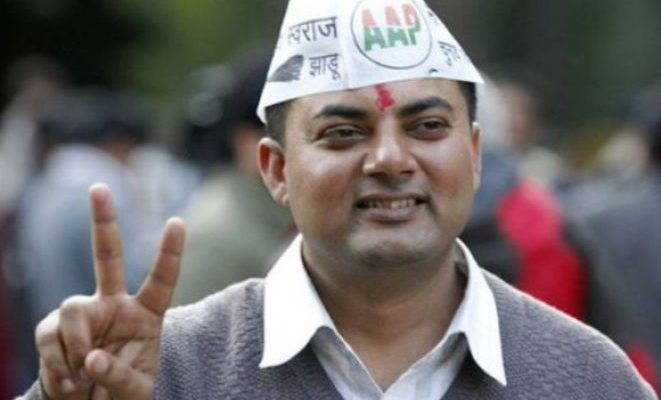 aap-mla-somdatta-accused-of-start-violance-in-assambaly-election_591d480d05cfb