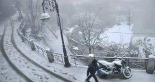उत्तराखंड में गिरा पारा,पर्यटकों ने जमकर लिए बर्फ़बारी का मज़े